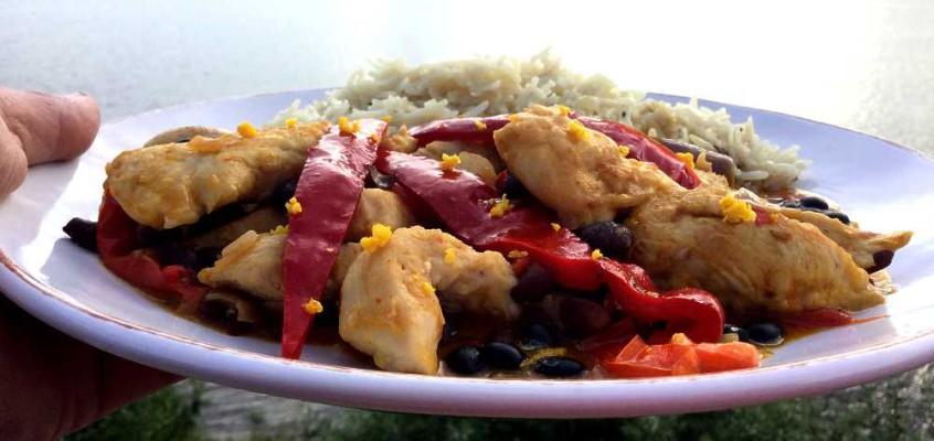 Liberisk kylling i svarte bønner