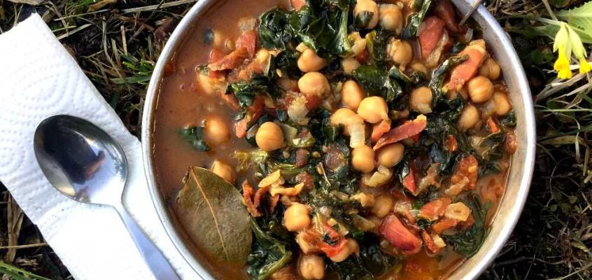 Garbanzos con espinacas: Spanske kikerter med spinat og spekekjøtt