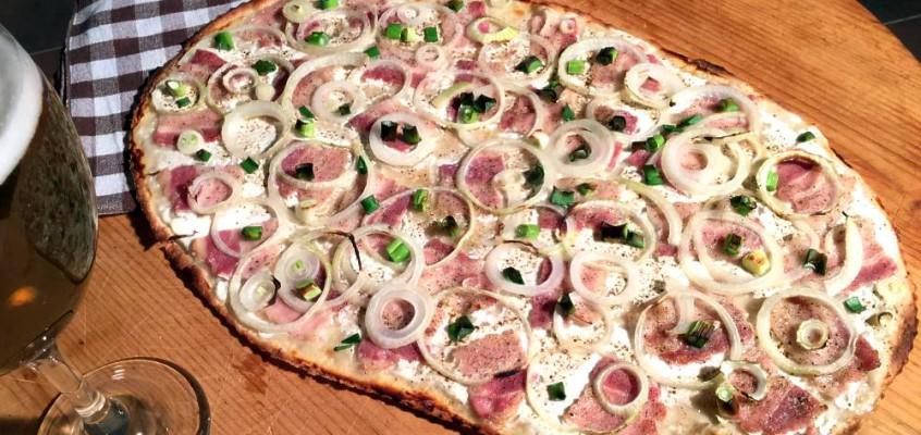 Flammkuchen: Tyskfransk sprø forløper til pizza
