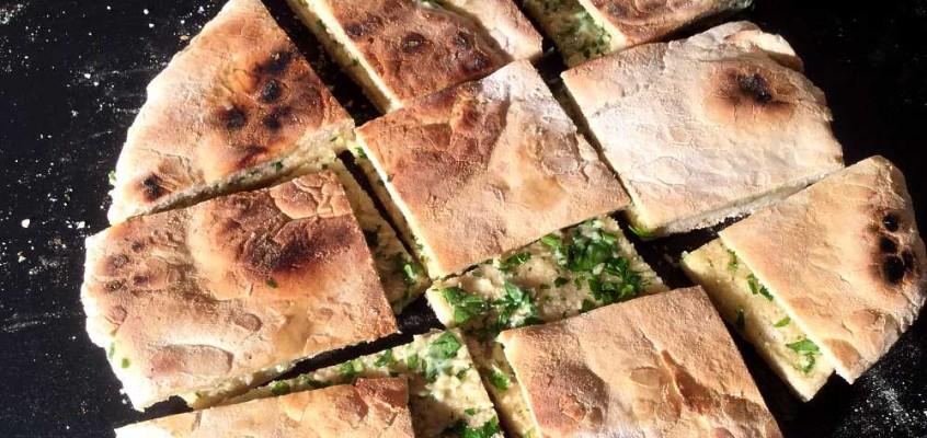 Bolo do caco: Steinbakt brød med hvitløksmør fra Madeira