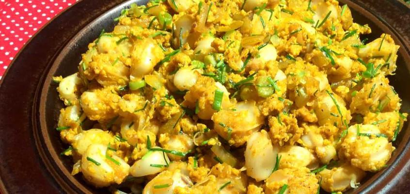 Mote pillo: Frokost av usøtet mais og egg fra Ecuador