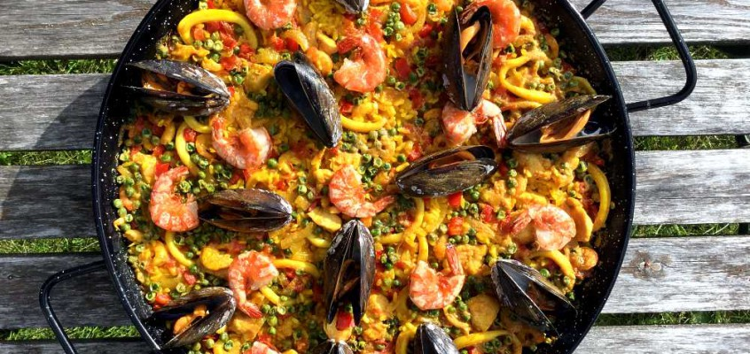 Paella mixta: Spansk fest i parken