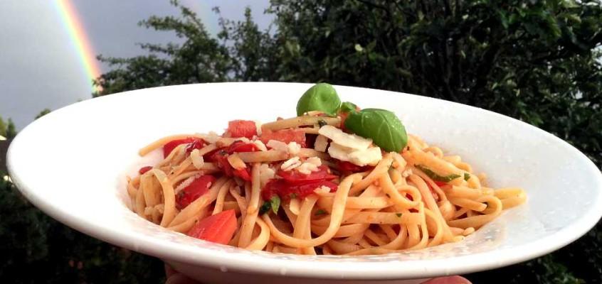 Pasta al pomodoro crudo: Napolitanske spagetti med rå tomater